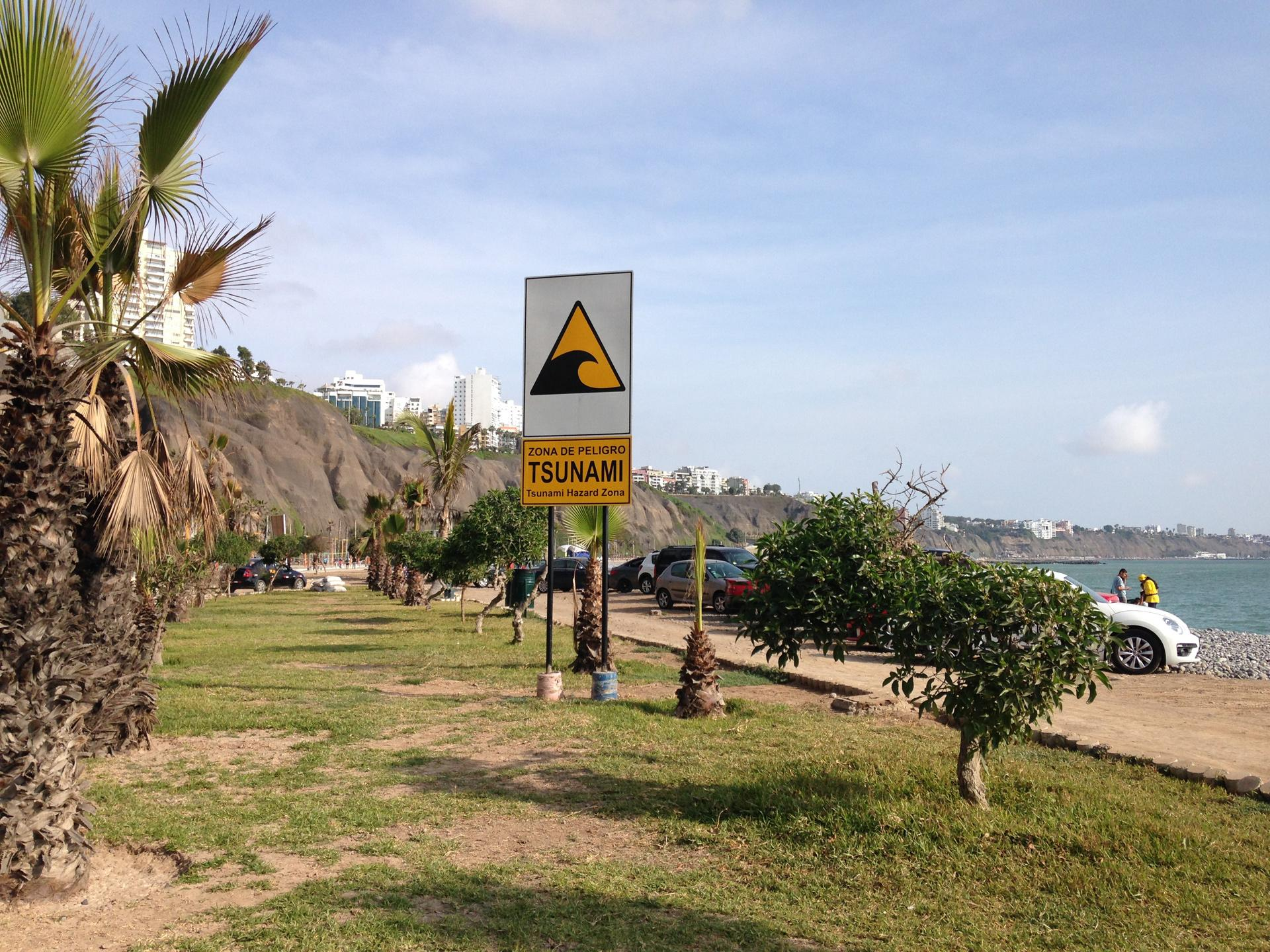Picture of a tsunami warning sign on the beach of Lima, Peru