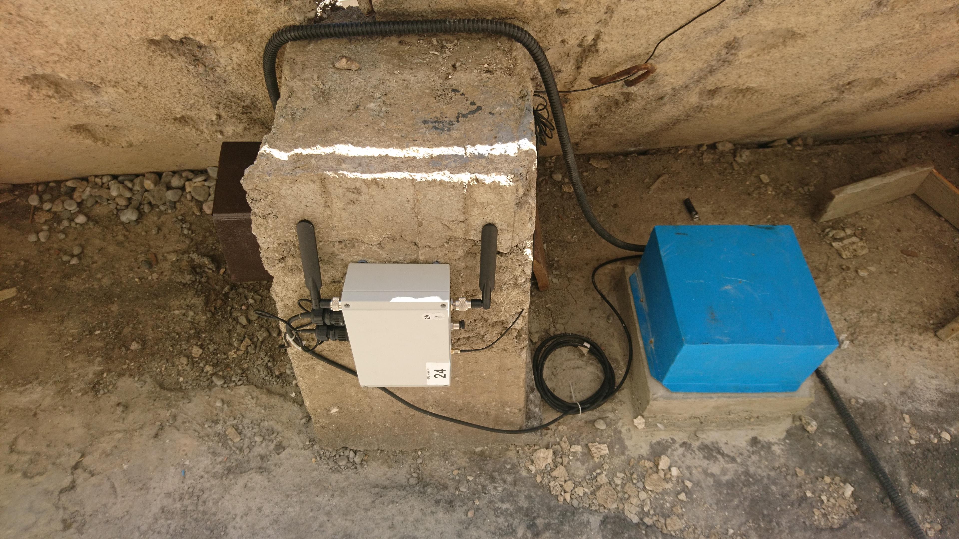 Installation seismischer Sensoren und des Echtzeitdatenübertragungssystems mittels WLAN-Technologie. © Dr. Marco Pilz, GFZ Potsdam
